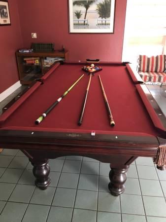 Solo 174 Baton Rouge Brunswick Pool Table 60